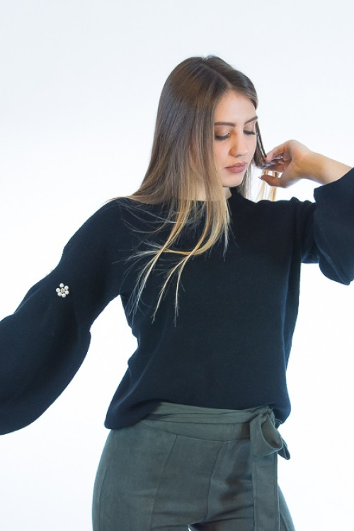 Knitted with wide sleeves